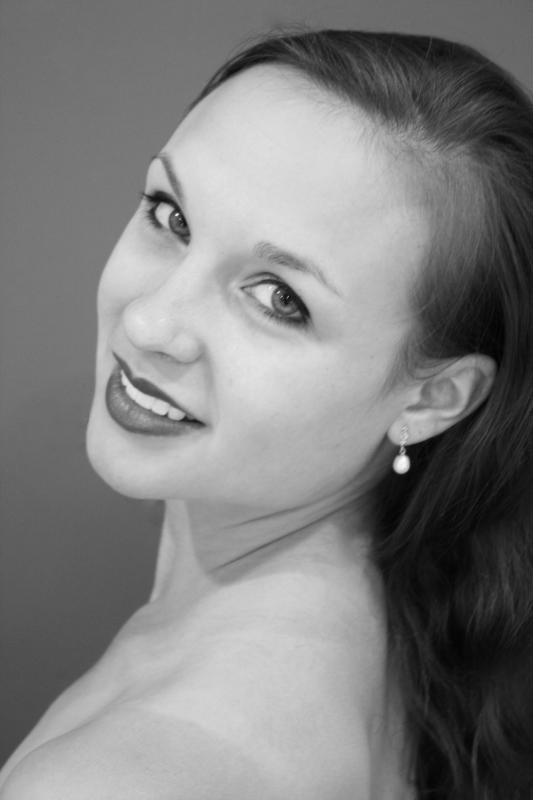 Katie Gibson Nude Photos 14